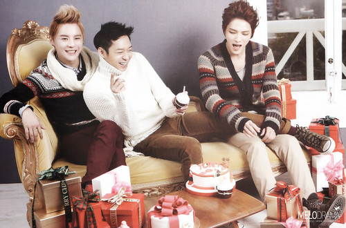 JYJ wallpaper with a bouquet entitled JYJ Tony Moly Calendar 2013