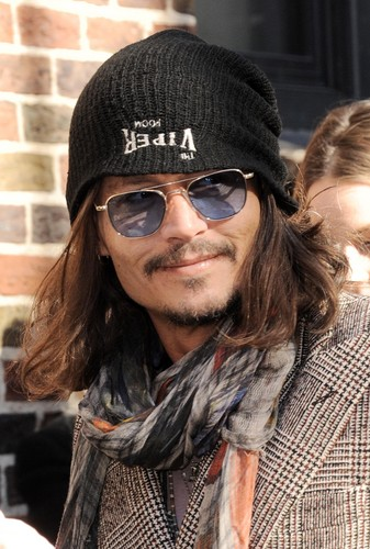 Johnny arriving at the David Letterman Показать
