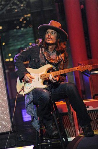 Johnny performing at David Letterman's 表示する