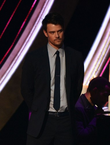 Josh @ 2013 People's Choice Awards