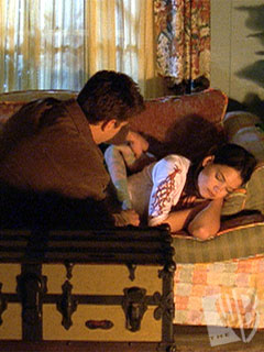 Joshua Jackson & Katie Holmes fondo de pantalla containing a drawing room, a living room, and a drawing room entitled Josh & Katie