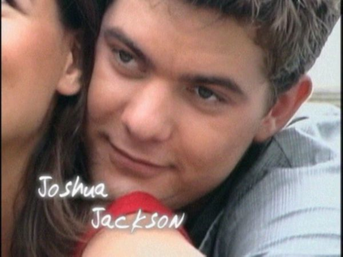 Joshua Jackson & Katie Holmes achtergrond probably containing a portrait titled Josh & Katie