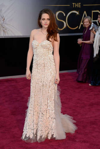 Kristen at 2013 Oscars