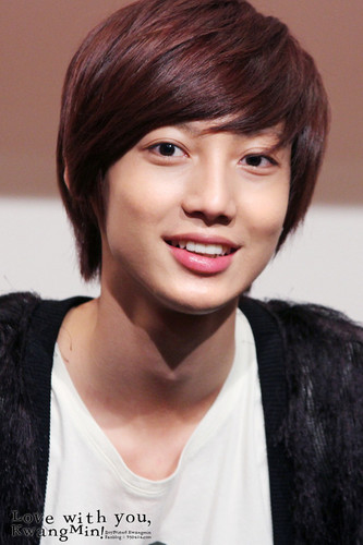 Boyfriend hình nền probably with a portrait called Kwangmin