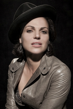 Once Upon a Time - Es war einmal... Hintergrund probably containing a fedora, a erbse jacket, and a trench mantel titled Lana Parrilla