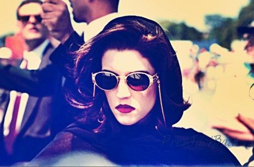 lisa marie presley wallpaper containing sunglasses entitled Lisa 1994