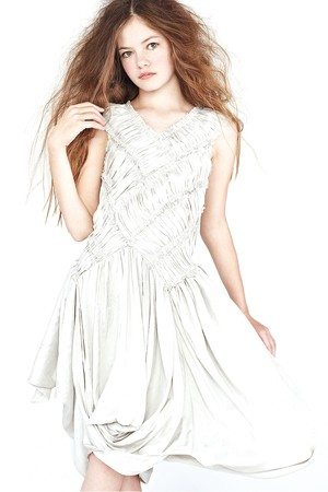Renesmee Carlie Cullen wallpaper possibly containing a cocktail dress, a dinner dress, and a strapless titled Mackenzie Foy