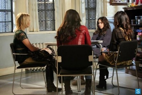 Pretty Little Liars - Episode 3.23 - I'm Your Puppet - Promotional foto