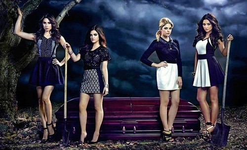 Pretty Little Liars la série tv fond d'écran titled Season 4?