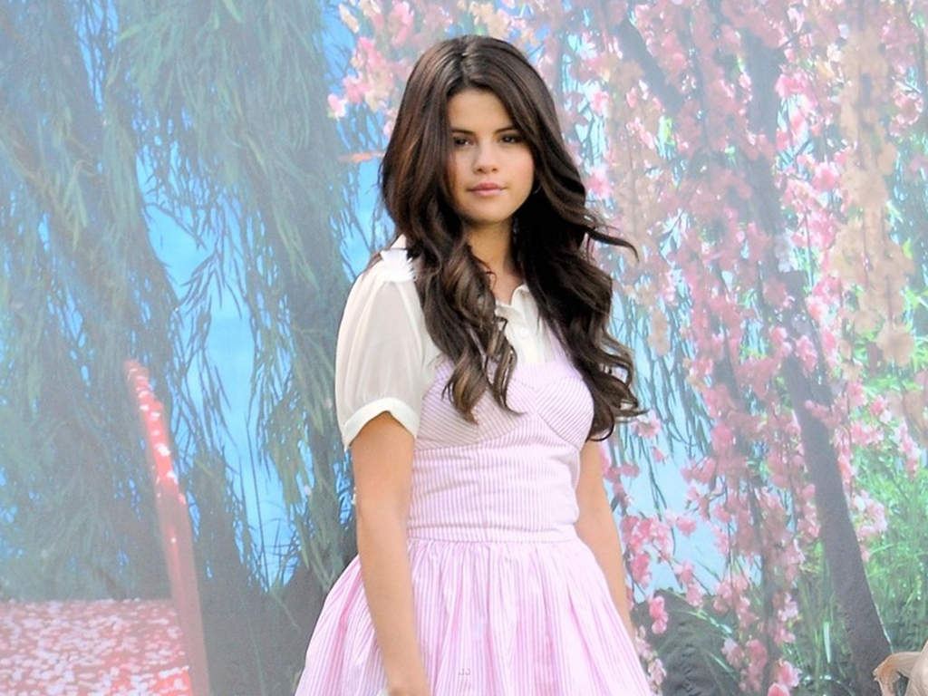 Related to Selena Gomez Real Cell Phone Number To Talk To Selena Gomez