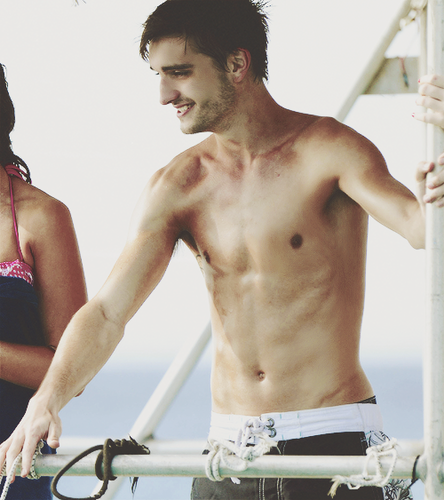 The Wanted वॉलपेपर containing a कूबड़ा, हंक and a six pack called Tom Parker