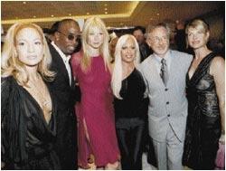Versace tunjuk 2000