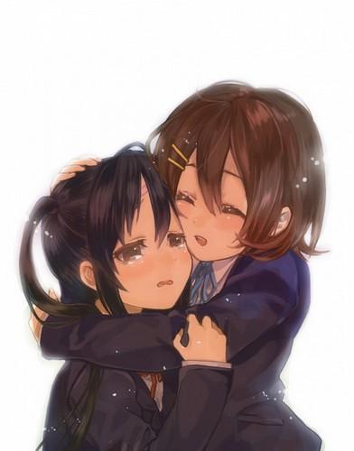 Yui comforting Azusa