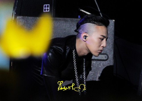 (2013.03.02) G-DRAGON @ Samsung Blue Festival in China