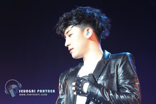 (2013.03.02) Seungri @ Samsung Blue Festival in China