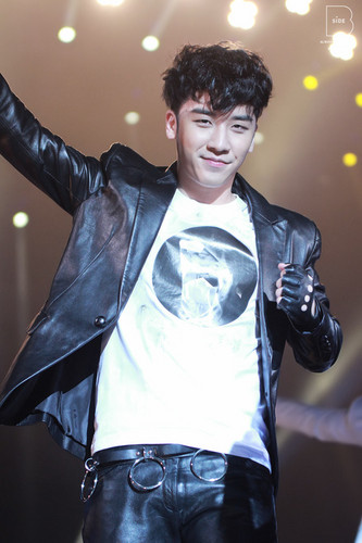 (2013.03.02) Seungri @ Samsung Blue Festival in China