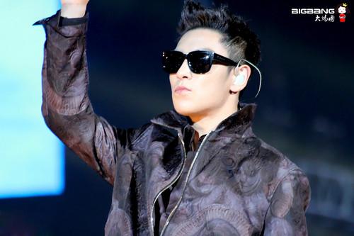 (2013.03.02) T.O.P @ Samsung Blue Festival in China