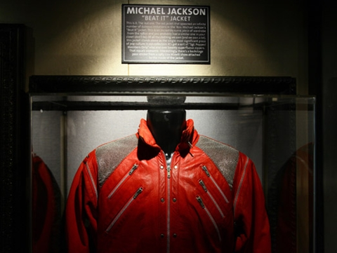 """Beat It"" dyaket On Display At The Hard Rock Cafe In New York City"