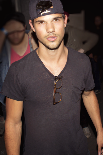 Taylor Lautner achtergrond entitled 2013 Candids: Troubadour Club – March 5th