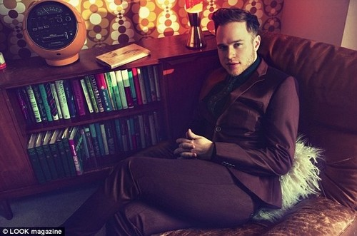 Olly Murs karatasi la kupamba ukuta possibly with a family room and a living room entitled 80's photoshoot