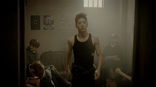 Bang Yong Guk karatasi la kupamba ukuta containing a living room titled Bang Yong Guk