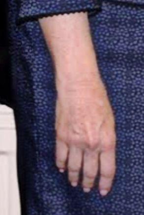 The Debra Glenn Osmond peminat Page kertas dinding titled Debbie's Hand