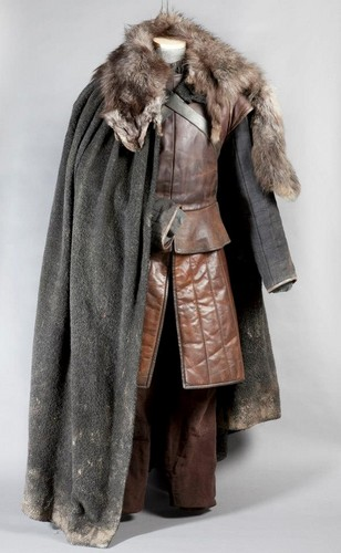 왕좌의 게임 바탕화면 with a 모피 코트 entitled Game of Thrones Exhibition: Props and Costumes