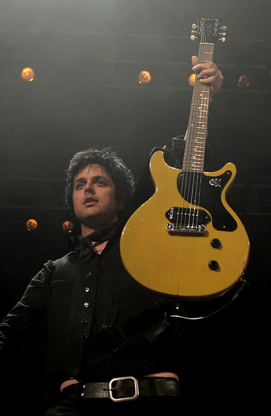 Green-Day-performs-to-a-sold-out-crowd-g