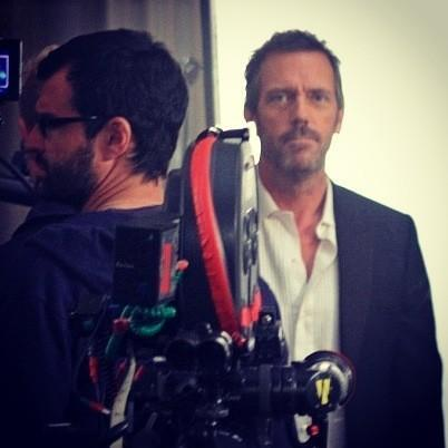 Hugh Laurie wallpaper possibly containing a business suit called Hugh Laurie- Set House MD