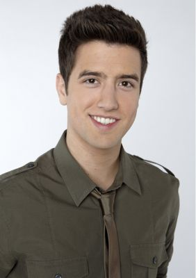 Logan Henderson wallpaper with a green beret, fadigas, fadiga, and vestido de batalha called Logan