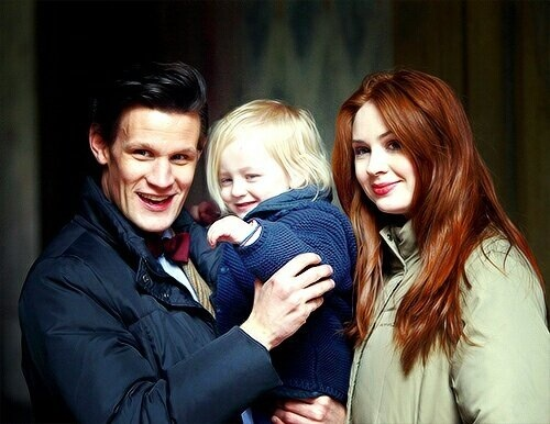 Matt Smith & Karen Gillan karatasi la kupamba ukuta with a portrait called Matt & Karen