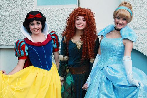 Merida with সিন্ড্রেলা and Snow White