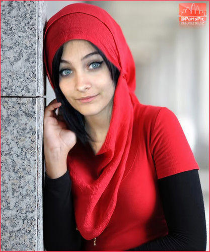 Paris Jackson kertas dinding possibly containing a hud, hood called Paris Jackson Scarf Hijab Muslim Islam (@ParisPic)