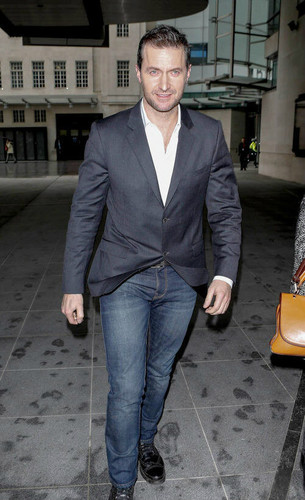 Richard Armitage 바탕화면 containing a business suit called Richard Armitage | Leaving The BBC Radio | March 7, 2013