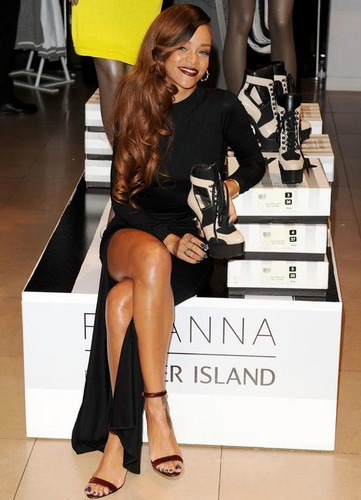 "Rihanna – ""River Island"" Store Launch in London Pictures"