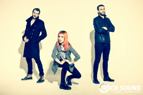 Rock Sound telah diposkan some lebih foto-foto from their cover shoot with Paramore