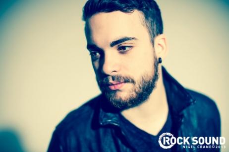 Rock Sound telah diposkan some lebih foto-foto from their cover shoot with Paramore