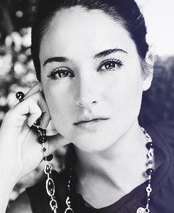 Shailene Woodley wallpaper probably containing a portrait entitled Shαilene W. ♥
