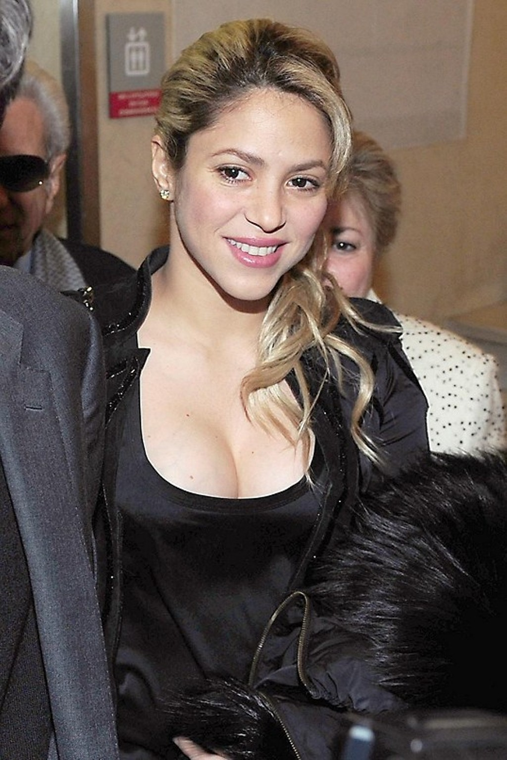Shakira has bigger breast