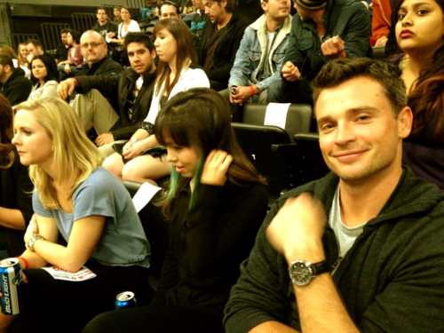 Tom Welling Hintergrund possibly containing a business suit, a brasserie, and a Lesen room called TOM WELLING