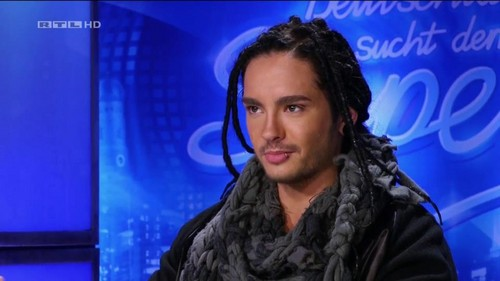 Tom Kaulitz fond d'écran probably with a fourrure manteau entitled Tom *___*
