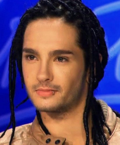 Tom Kaulitz 壁纸 containing a portrait titled Tom *___*