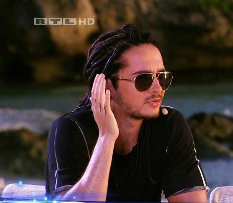 Tom Kaulitz fond d'écran containing sunglasses entitled Tom *___*