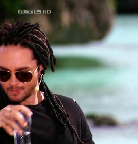 Tom Kaulitz 壁纸 with sunglasses titled Tom *___*
