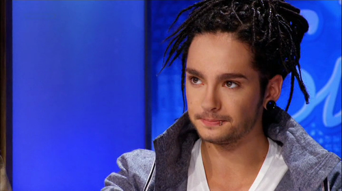 Tom Kaulitz 壁纸 possibly with a portrait titled Tom *___*