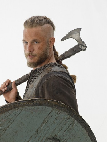 Vikings (TV Series) karatasi la kupamba ukuta containing a shoka titled Vikings Promo • Ragnar Lothbrok