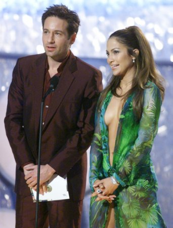 jennifer lopez wallpaper possibly with a business suit and a well dressed person entitled david duchovny, jennifer lopez 2000