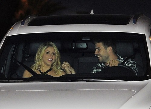 pregnant Shakira in car after party
