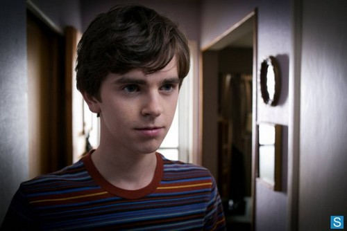 Bates Motel - Episode 1.01 - First آپ Dream, Then آپ Die - Promotional تصاویر