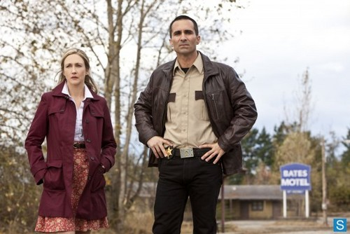 Bates Motel - Episode 1.02 - Nice Town u Picked, Norma - Promotional foto's